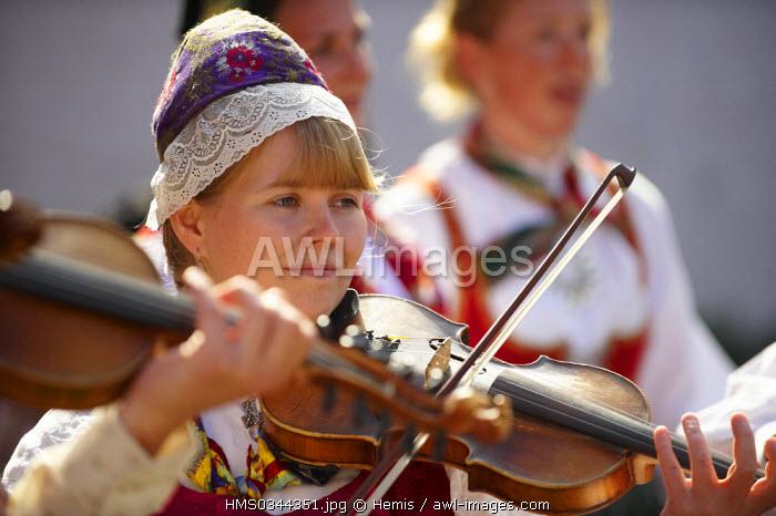 United Kingdom, Highlands, Outer Hebrides, Isle of Lewis, Stornoway, Hebradian Celtic Festival, Street Dancing