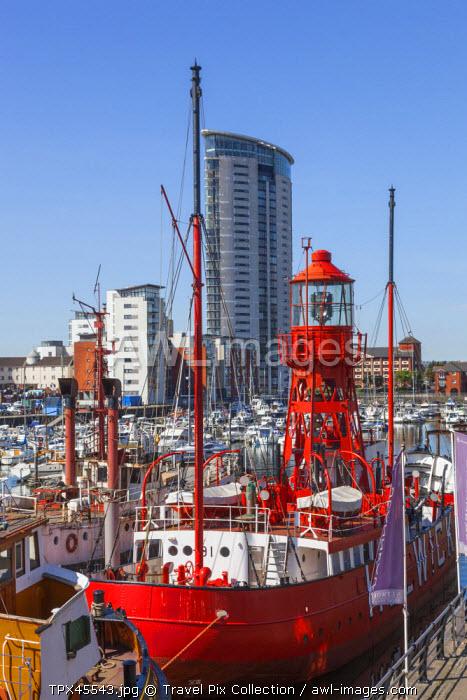 Wales, Glamorgan, Swansea, Swansea Docks, National Waterfront Museum, Historic Ships and Modern Waterside Apartments