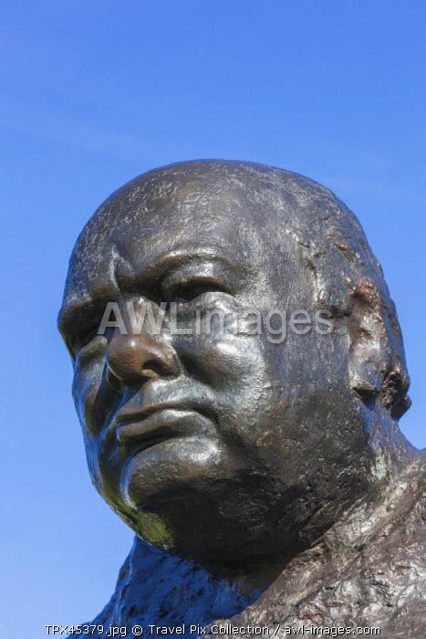 England, Kent, Westerham, Winston Churchill Statue