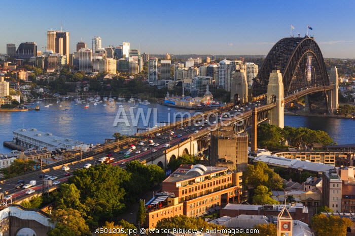 Australia, New South Wales, NSW, Sydney, Sydney Harbour Bridge, elevated view, dawn