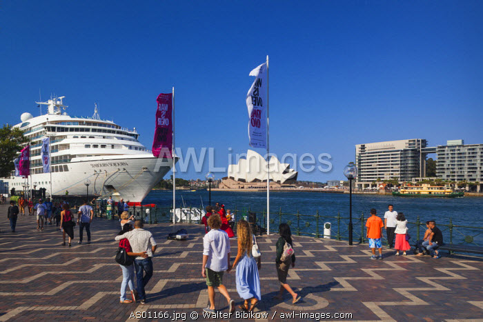 Australia, New South Wales, NSW, Sydney, Circular Quay and cruiseship