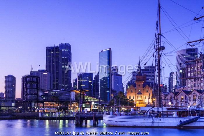Australia, New South Wales, NSW, Sydney, Circular Quay, Campbell's Cove, dawn