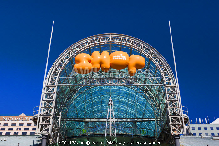 Australia, New South Wales, NSW, Sydney, Darling Harbour, entrance to the Harbourside shopping complex