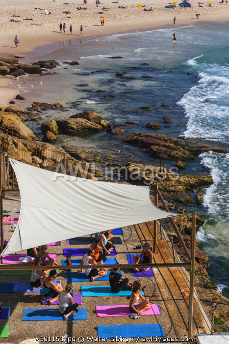 Australia, New South Wales, NSW, Sydney, Bondi Beach, elevated view of yoga lesson