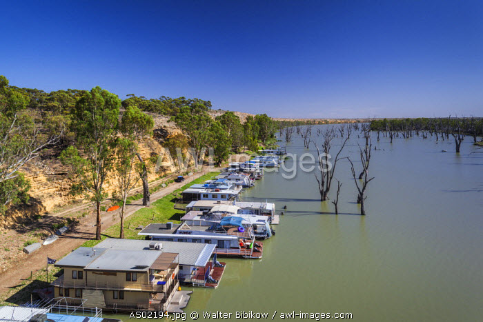 Australia, South Australia, Murray River Valley, Blanchetown, Murray River, houseboats, elevated view