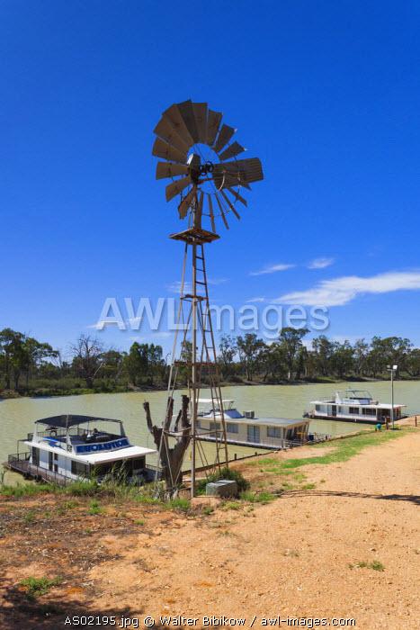 Australia, South Australia, Murray River Valley, Loxton, houseboats on the Murray River