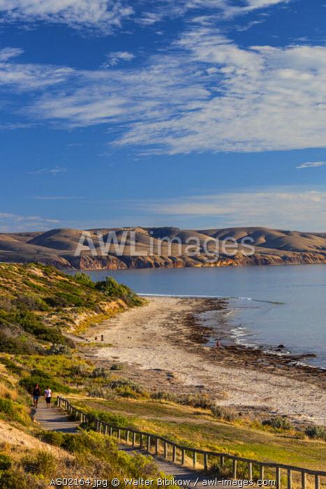 Australia, South Australia, Fleurieu Peninsula, Aldinga Beach, elevated beach and cliff view