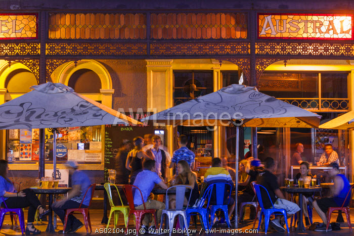 Australia, South Australia, Adelaide, Rundle Street, outdoor bar at the Hotel Austral, evening