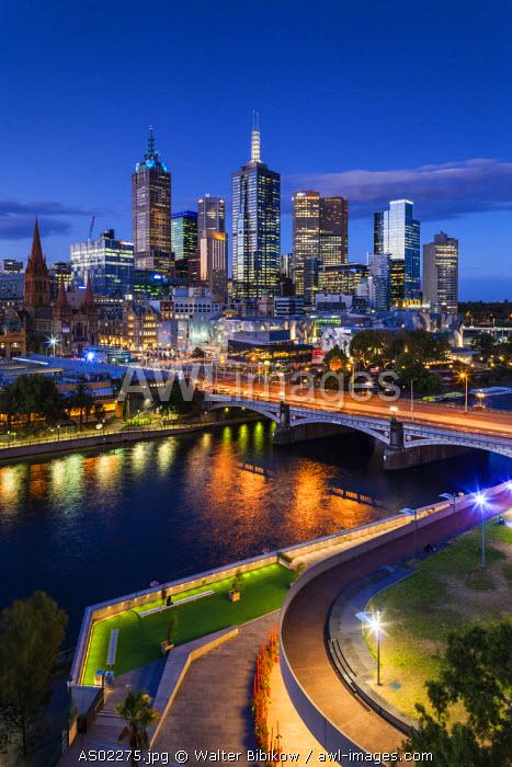 Australia, Victoria, VIC, Melbourne, skyline with Yarra River and Princess Bridge, elevated view, dusk