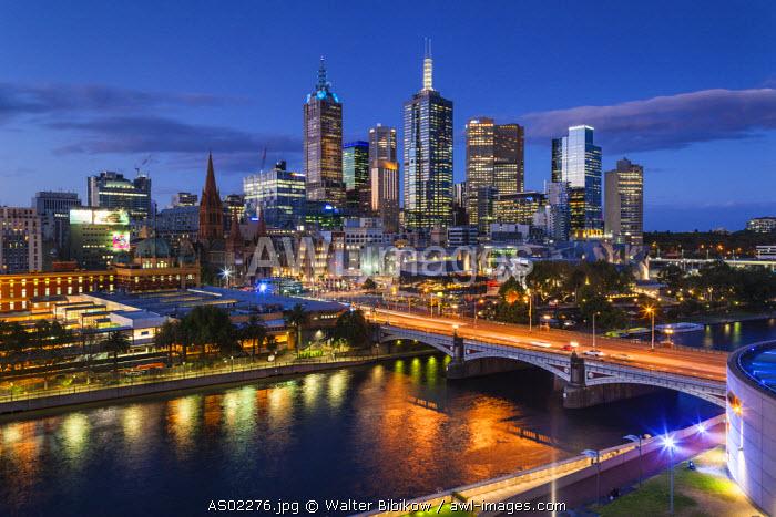 Australia, Victoria, VIC, Melbourne, skyline with Yarra River and Princes Bridge, elevated view, dusk
