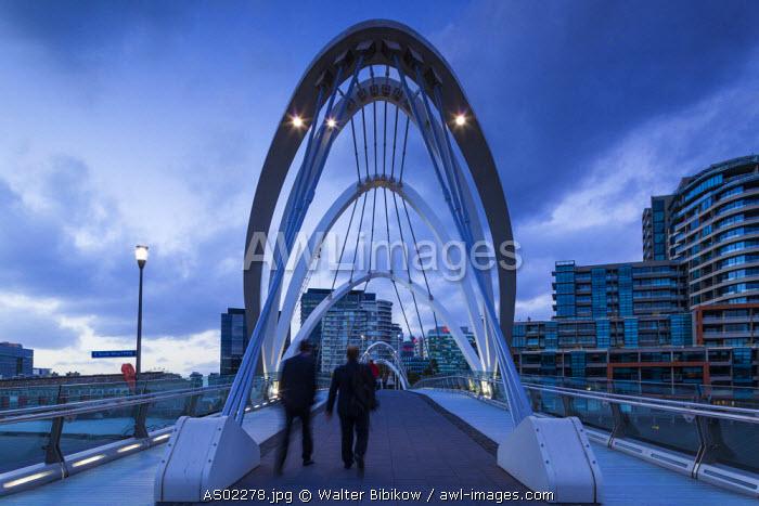 Australia, Victoria, VIC, Melbourne, South Wharf, Seafarer's Bridge over the Yarra River, dusk