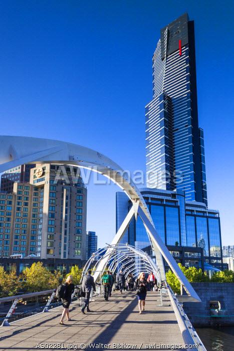 Australia, Victoria, VIC, Melbourne, Southbank, Eureka Tower and Yarra River footbridge, morning
