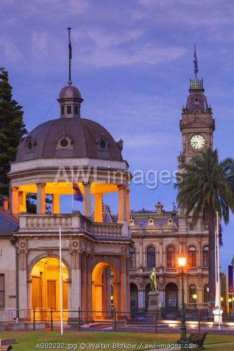 Australia, Victoria, VIC, Bendigo, Town Hall, dusk