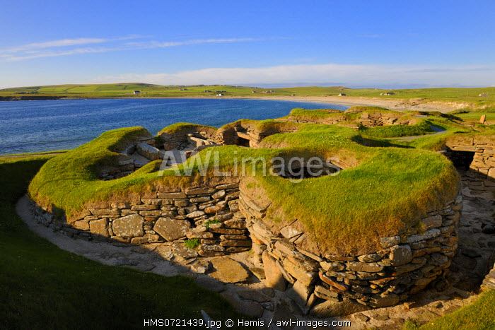 United Kingdom, Scotland, Orkney Islands, Isle of Mainland, ruins of Skara Brae prehistoric village, listed as World Heritage by UNESCO and the Bay of Skaill