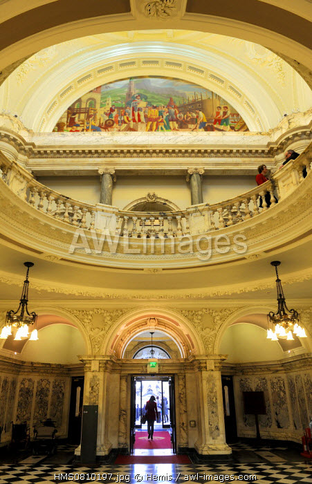 United Kingdom, Northern Ireland, Belfast, the City Hall, the main hall and mural symbolizing the history of the city
