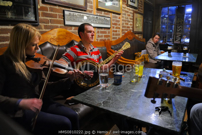 United Kingdom, Northern Ireland, Belfast, concert of traditional music in the oldest pub in town dating back to 1711 the McHughs
