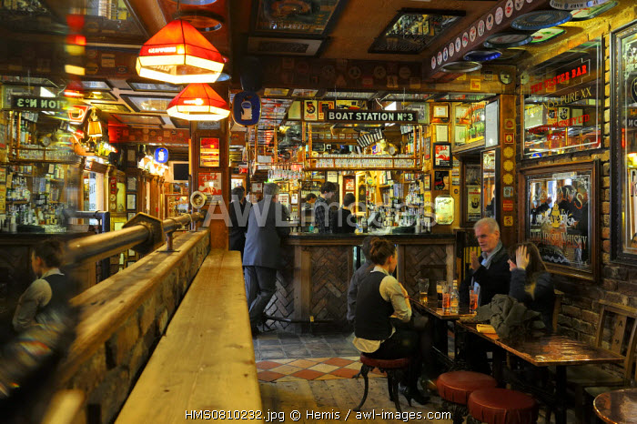 United Kingdom, Northern Ireland, Belfast, Cathedral Quarter, the traditional pub Duke Of York