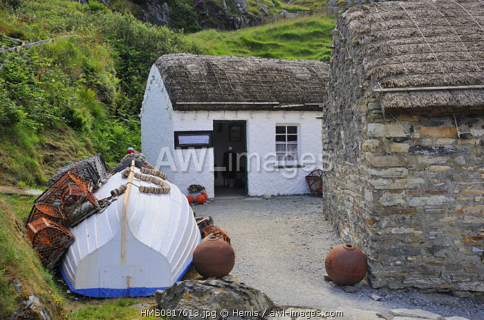 Ireland, County Donegal, Glencolumbkille (Glencolmcille), Folk museum, Traditional thatched cottages