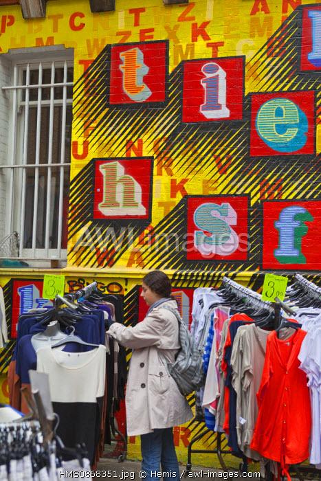 United Kingdom, London, the City, Spitalfields, Sunday flea market of Petticoat Lane