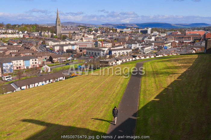 United Kingdom, Northern Ireland (Ulster), Derry county, Derry or Londonderry, view on Bogside republican catholic quarter and his famous paints wall from rampart of old city