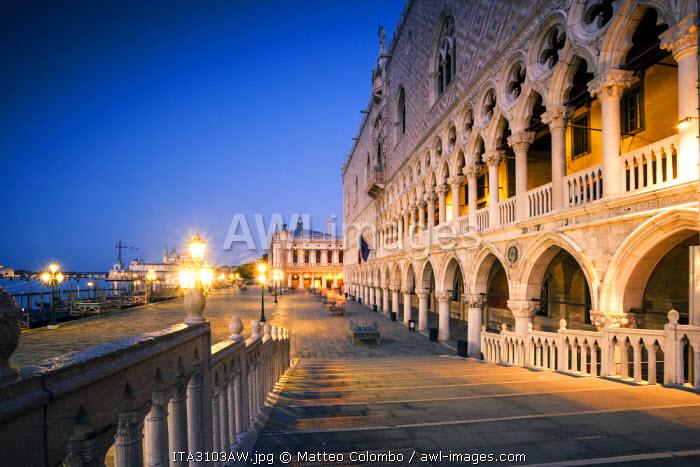 Italy, Venice, Riva degli schiavoni at dawn