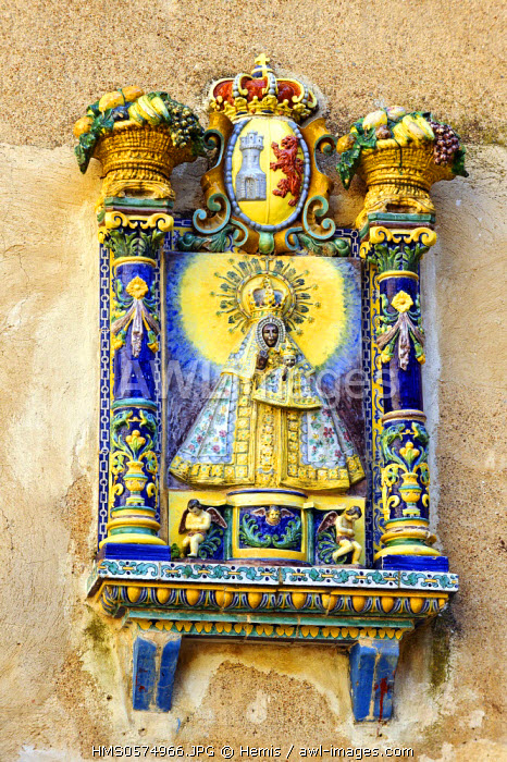 Spain, Extremadura, Guadalupe, Royal Monastery of Santa Maria de Guadalupe listed as World Heritage by UNESCO, the Gothic cloister courtyard, ceramic sculpture of the virgin
