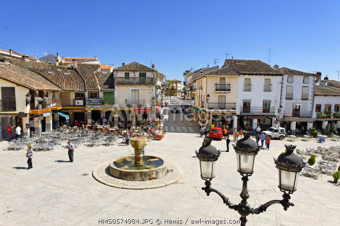 Spain, Extremadura, Guadalupe, Main Square, in front of the village fountain Puebla and hoop houses