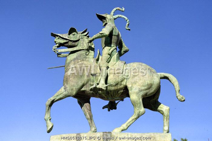 Spain, Extremadura, Trujillo, plaza Mayor, equestrian statue of Pizarro