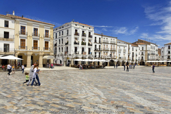 Spain, Extremadura, Caceres, Plaza Mayor, pedestrian esplanade facing the Arc of Estrella gateway of the medieval part of the city
