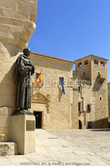 Spain, Extremadura, Caceres, old town listed as World Heritage by UNESCO, Golfines square, Bronze San Pedro de Alcantara patron of the diocese of Caceres