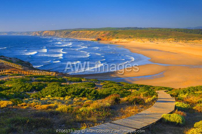Portugal, Algarve, Parque Natural do Sudoeste Alentejano e Costa Vicentina, Carrapateira, Bordeira Beach (Praia da Bordeira)