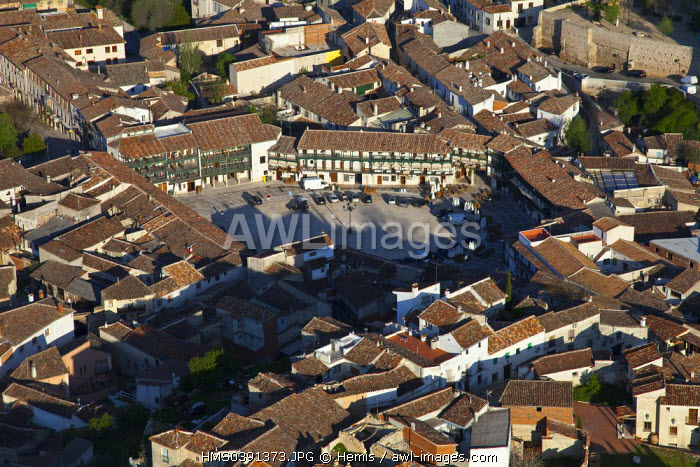 Spain, Community of Madrid, Chinchon, downtown and Plaza Mayor (aerial view)