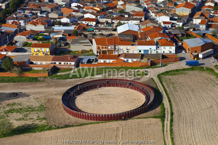 Spain, Community of Madrid, Villaconejos, the bullfighting arena (aerial view)