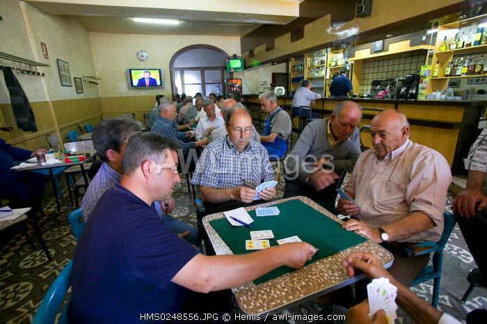 Spain, Catalonia, Parque Natural dels Ports, near Tortosa, Horta de Sant Joan, cafe, men playing cards