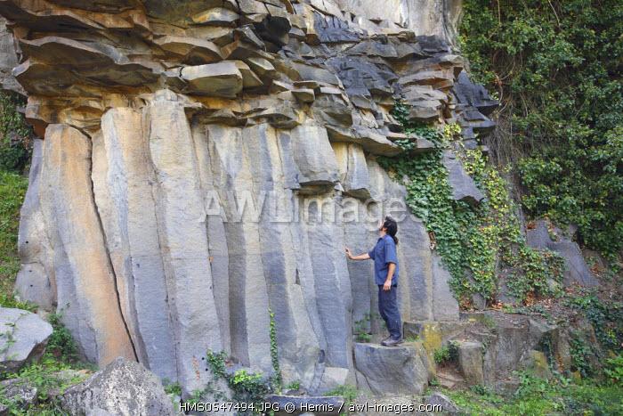 Spain, Catalonia, Natural Park of Garrotxa Castellfollit de la Roca, basalt