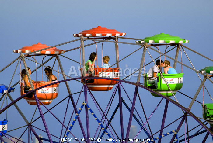 Spain, Catalonia, Barcelona, Tibidabo Amusement Park, the big wheel and the town in background