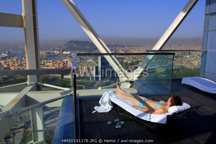 Spain, Catalonia, Barcelona, the Hotel Arts, the Spa terrace located on the 42nd floor, near the Porto Olimpico, carrer de la Marina 19-21