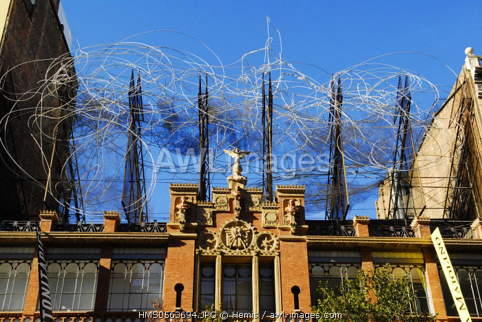 Spain, Catalonia, Barcelona, the old Montaner i Simon publishing house, by architect Lluis Domenech i Montaner (1881 - 1885). The building hosts Antoni Tapies Foundation, on the roof a work by catalan artist, Cloud and Chair (Nuvol i Cadira)