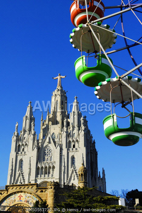 Spain, Catalonia, Barcelona, the big wheel of Tibidabo Amusement Park, in the background Expiatory Church of the Sacred Heart of Jesus
