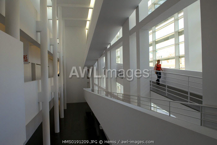 Spain, Catalonia, Barcelona, Raval district, the Contemporary Art Museum of Barcelona (MACBA) by architect Richard Meier, placa dels Angels 1