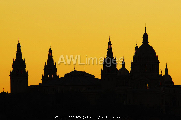 Spain, Catalonia, Barcelona, silhouette of National Palace (Palau Nacional), Catalonia National Museum of Art (MNAC), seen from 360� terrace-bar of Barcelo Raval Hotel, Rambla del Raval 17-21