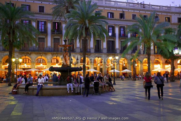 Spain, Catalonia, Barcelona, Ramblas District, Plaza Reial