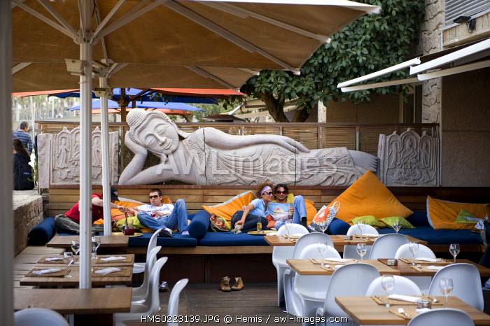 Spain, Catalonia, Barcelona, Peix shopping mall in the marina of the Olympic village, beach bar