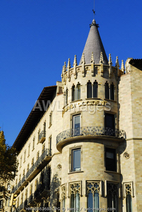 Spain, Catalonia, Barcelona, Placa de Catalunya, Casa Pons I Pascual, built in 1994 by architect Enric Sagnier