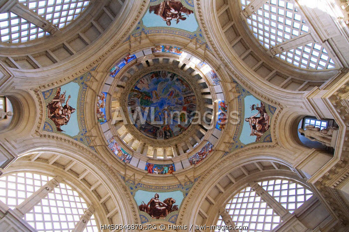 Spain, Catalonia, Barcelona, MNAC, Museu Nacional d'Art de Catalunya, National Museum of Catalan Art, cupola
