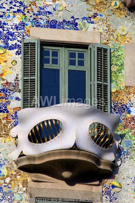 Spain, Catalonia, Barcelona, Eixample district, la Casa Battlo, by architect Antoni Gaudi, listed as World Heritage by UNESCO, Passeig de Gracia 43, facade