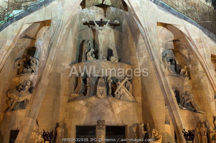 Spain, Catalonia, Barcelona, Eixample District, Sagrada Familia by architect Antoni Gaudi, listed as World Heritage by UNESCO