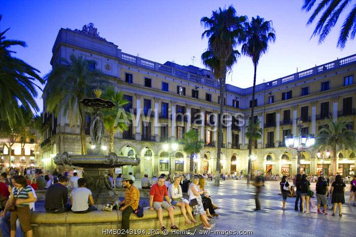 Spain, Catalonia, Barcelona, Barri Gotic District, Placa Reial