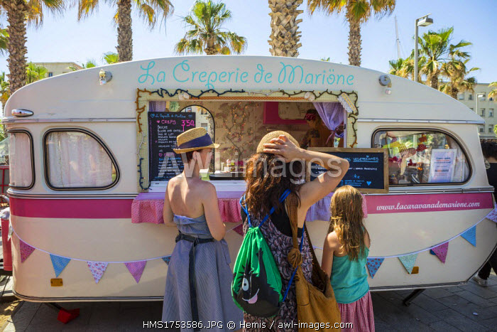 Spain, Catalonia, Barcelona, Barceloneta, the beach of Sant Sebastia, hyppie market