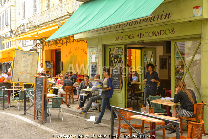 A busy restaurant in Arles, Provence Alpes Cote d'Azur, Provence, France, Europe
